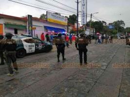 Córdoba, Ver., 22 de febrero de 2020.- Las fuerzas del orden encontraron una presunta casa de seguridad sobre la Calzada Morelos, por lo que mantienen acordonada la zona y no permiten el paso a nadie.