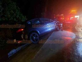 Xalapa, Ver., 22 de febrero de 2020.- Conductor de un vehículo particular perdió el control cuando circulaba sobre la carretera Xalapa-Coatepec, a la altura de Río Sordo, personal de Tránsito tomó conocimiento del accidente; no hubo heridos.