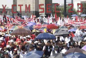 Ciudad de México, 23 de febrero de 2020.- En el Monumento a la Revolución, ante cientos de trabajadores, el presidente Andrés Manuel López Obrador presidió el Consejo Extraordinario de la CTM en su 84 aniversario con su líder y senador Carlos Aceves del Olmo.