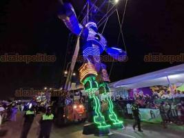 Veracruz, Ver., 23 de febrero de 2020.- Continuando con la fiesta, cerca de las 20:00 horas arrancó el tercer Gran Desfile del Carnaval de Veracruz, el cual tuvo buena afluencia de asistentes y sin reporte de incidentes.