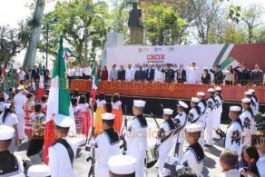 Xalapa, Ver., 24 de febrero de 2020.- El gobernador Cuitláhuac García encabezó la conmemoración por el Día de la Bandera. Asistieron mandos navales y militares, los titulares del Poder Judicial y Legislativo, secretarios de despacho, escoltas de escuelas, docentes y padres.