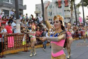 Veracruz, Ver., 24 de febrero de 2020.- El cuarto desfile del Carnaval se realizó en un ambiente familiar y comenzó de manera puntual, la tarde de este lunes.