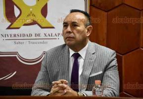 """Xalapa, Ver., 27 de febrero de 2020.- El abogado Tomás Mundo Arriasa impartió la conferencia """"Lavado de dinero. Reto del sistema penal adversarial"""", en la Universidad de Xalapa."""