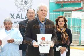Xalapa, Ver., 27 de febrero de 2020.- El alcalde Hipólito Rodríguez Herrero y regidores inauguraron la obra de pavimentación de la calle Xochiquetzal, de la colonia Moctezuma.