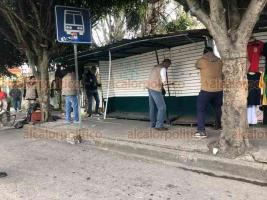 Xalapa, Ver., 28 de febrero de 2020.- Personal del Ayuntamiento ahora recorrió la avenida Antonio Chedraui Caram para liberar espacios peatonales. Se retiraron casetas telefónicas y algunos establecimientos informales que se encontraban sobre las aceras.