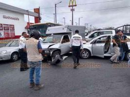 Veracruz, Ver., 28 de febrero de 2020.- Este viernes, se registró un accidente automovilístico en las calles de Icazo y Cuauhtémoc, luego hubo otro percance en la carretera Boca del Río-Antón Lizardo.
