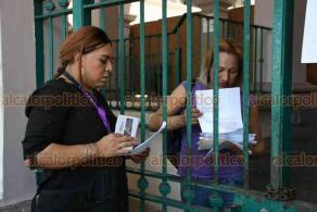 Xalapa, Ver., 27 de marzo de 2020.- Sexoservidoras acudieron al Ayuntamiento a pedir al Alcalde los apoyos que prometió para los que resultaron afectados económicamente por la contingencia sanitaria del COVID-19.