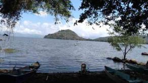 Catemaco, Ver., 27 de marzo de 2020.- Autoridades esperan que al repoblar la laguna de Catemaco con 80 mil peces tilapia, pescadores de la zona logren una producción de 4 millones de pesos en 5 o 6 meses.