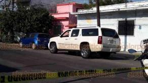 Veracruz, Ver., 27 de marzo de 2020.- La tarde de este viernes, en la calle Héroes de Puebla, en la colonia Ignacio Zaragoza, escoltas que iban en una Suburban blanca repelieron a balazos a los ocupantes de un Jetta que pretendían asaltarlos. Se reportaron heridos tras lo ocurrido.