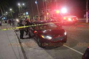 Veracruz, Ver. 28 de marzo de 2020.- En el bulevar Manuel Ávila Camacho se presentó a la altura de la zona de Villa del Mar un accidente vial y la muerte de una persona que quedó sobre el camellón