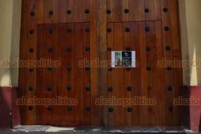 Xalapa, Ver., 29 de marzo de 2020.- La misa de este domingo del arzobispo Hipólito Reyes Larios fue a puerta cerrada, sólo se permitió el acceso a integrantes del coro y ministros instituidos. Las puertas de la catedral abrirán después de las 14:30 horas.