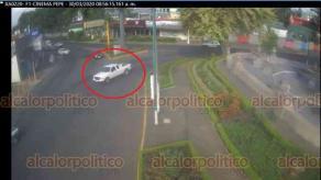 Xalapa, Ver., 30 de marzo de 2020.- Cámaras de seguridad captaron, por la avenida 20 de Noviembre, la camioneta Ranger color blanco que usaron dos sujetos para asaltar a una persona que salía de un banco en la zona.