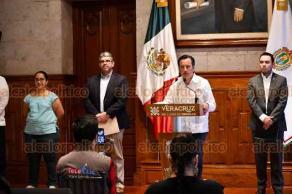 Xalapa, Ver., 30 de marzo de 2020.- Al anunciar apoyos para MIPYMES por la contingencia de COVID-19, el gobernador Cuitláhuac García señaló que esta ayuda se sumará a los 2 mil millones de pesos que la Federación destinaría a Veracruz para entregar unos 80 mil créditos de 25 mil pesos cada uno.