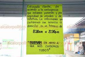 Xalapa, Ver., 1° de abril de 2020.- Verdulerías de la Central de Abastos implementan medidas sanitarias para evitar contagio de Coronavirus. Anunciaron que durante contingencia sanitaria también tendrán servicio a domicilio.