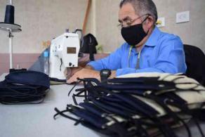 Xalapa, Ver., 3 de abril de 2020.- Con confección de cubrebocas, el IPAX toma las medidas necesarias para proteger la salud de policías y de la población con la que interactúa durante contingencia por pandemia.