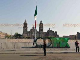 Ciudad de México, 3 de abril de 2020.- Las calles del Centro registran menor presencia de personas. Los negocios están cerrados, algunos con atención vía internet o por WhatsApp y venta de comida sólo para llevar.