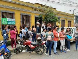 Coatepec, Ver., 3 de abril de 2020.- Verificadores del INEGI denunciaron que despido afectará a 60 personas que se quedarán sin ingresos, por lo que exigen se respete la fecha del contrato inicial que concluía el 17 de abril y les paguen completo por sus servicios.