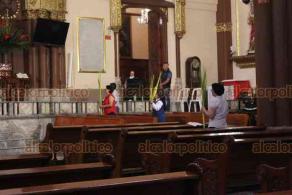 Xalapa, Ver., 5 de abril de 2020.- El arzobispo de Xalapa, Hipólito Reyes, bendijo palmas este Domingo de Ramos, dando inicio a la Semana Santa, con la entrada triunfal de Jesús a Jerusalén.