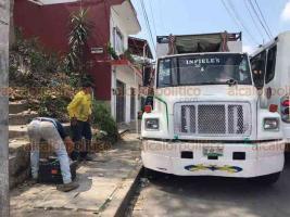 Xalapa, Ver., 6 de abril de 2020.- 400 trabajadores de Limpia Pública recorren las calles, arriesgando su salud y su vida. 120 de sus compañeros se retiraron porque son parte de la población más vulnerable ante la pandemia.