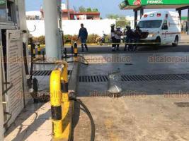 Veracruz, Ver., 6 de abril de 2020.- La tarde de este lunes, un tanque de gas explotó en las instalaciones de la empresa Gas Express Nieto, en la avenida Rafael Cuervo, dos empleados resultaron heridos. Uno se fue por su cuenta en taxi a la Cruz Roja.