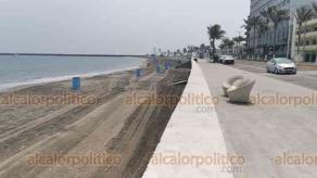 Veracruz, Ver., 8 de abril de 2020.- Tambos llenos de arena y cintas amarillas se colocarán en los 4 kilómetros de litoral que tiene la ciudad para impedir el paso de personas a playas por la contingencia de coronavirus.