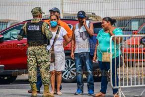 Veracruz, Ver., 8 de abril de 2020.- El bulevar Ávila Camacho es resguardado por elementos de la Guardia Nacional y de la Policía Naval, custodiando el acceso a esta zona turística.