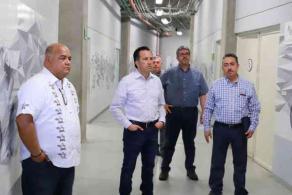 Xalapa, Ver., 8 de abril de 2020.- El secretario de Gobierno, Eric Cisneros, dio a conocer que el Velódromo podría ser habilitado como espacio para atender a pacientes con COVID-19. En redes, informó del recorrido que hizo en este lugar acompañando al gobernador Cuitláhuac García y otros secretarios.