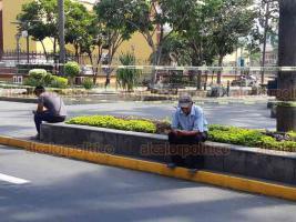 Orizaba, Ver., 9 de abril de 2020.- A pesar de las indicaciones que ha dado el Gobierno Federal, Estatal y el Ayuntamiento, se observa un gran número de personas de la tercera edad en calles de este municipio, pese a la pandemia de coronavirus.