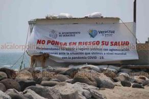 Veracruz, Ver., 10 de abril de 2020.- Policía Naval, Municipal y Guardia Nacional mantienen operativo permanente en el bulevar Manuel Ávila Camacho para retirar a ciclistas y corredores. En Villa del Mar sólo hay improvisadas casas de campaña de indigentes, quienes suelen ingresar al mar.