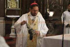 Xalapa, Ver., 24 de mayo de 2020.- Este domingo acudieron más fieles a la Catedral Metropolitana quienes, respetando la sana distancia, celebraron la eucaristía que preside el arzobispo Hipólito Reyes Larios.