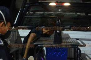 Veracruz, Ver., 25 de mayo de 2020.- La noche de este lunes, un joven fue detenido por civiles y empleados tras presuntamente robar en un Oxxo en la calle Madre Selva.