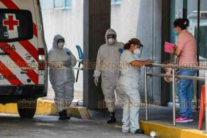 Veracruz Ver., 26 de mayo de 2020.- El hospital del ISSSTE recibió a un paciente con sobrepeso y problemas respiratorios. Llegó en una cápsula de aislamiento al ser caso sospechoso de COVID-19.