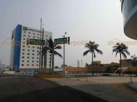 Veracruz, Ver., 28 de mayo de 2020.- El bulevar Manuel Ávila Camacho fue cerrado a la circulación como medida de prevención ante COVID-19. Restricción se mantendrá de 7 de la mañana a 10 de la noche. También se impide acceso a playas de Villa del Mar.