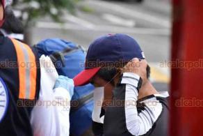 Xalapa, Ver., 29 de mayo de 2020.- Personal de Protección Civil Municipal inspeccionó que en bancos se tomaran medidas sanitarias, como la sana distancia; también obsequiaron cubrebocas.