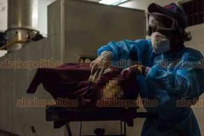 Veracruz, Ver., 29 de mayo de 2020.- Las cremaciones en la conurbación aumentaron considerablemente. Destacan los fallecimientos por COVID-19. Este día se trasladó del Hospital Regional al Crematorio Panteón Jardín, el cuerpo de un hombre de 55 años, quien murió por falla orgánica múltiple y neumonía por coronavirus.