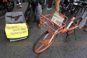 Ciudad de México, 30 de mayo de 2020.- La tarde de este viernes, repartidores de comida protestaron por la muerte de su compañero César, quien fue atropellado; exigen derechos laborales y la solidaridad de sus clientes.