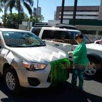 Orizaba, Ver., 30 de mayo de 2020.- Con lonas y cartulinas demandando a AMLO que se vaya, orizabeños a bordo de vehículos transitaron por las calles de la ciudad haciendo sonar sus bocinas.