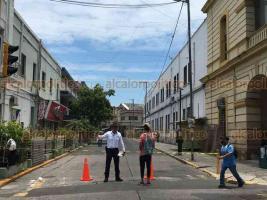 Veracruz, Ver., 30 de mayo 2020.- Aunque calles del centro de la ciudad están cerradas a la circulación, este sábado se observó gran afluencia de personas.