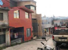 Xalapa, Ver., 30 de mayo de 2020.- Otro incendio se registró en una vivienda de la calle Carlos Méndez Alcalde, esquina Leyes de Reforma, en la colonia Constituyentes. Al lugar acudieron Bomberos y Protección Civil.