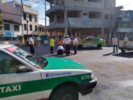 Xalapa, Ver., 1° de junio de 2020.- Motocicleta chocó contra camioneta en la esquina de Murillo Vidal y Moctezuma; el conductor de la moto resultó lesionado y su acompañante ilesa.