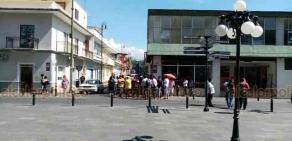 Orizaba, Ver., 1° de junio de 2020.- Propietarios de bares y cantinas se manifestaron en el Palacio Municipal, en demanda de que se fije una fecha para que puedan comenzar a trabajar.