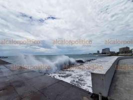 Veracruz, Ver., 2 de junio de 2020.- Vientos con rachas de 70 a 80 kilómetros por hora pegaron en la conurbación por la Depresión Tropical 3.