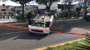 Xalapa, Ver., 2 de junio de 2020.- Aparatoso accidente sobre el bulevar Xalapa-Banderilla, a la altura del CETIS, entre un taxi, una pipa de gas y un autobús.
