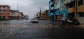 Coatzacoalcos, Ver., 3 de junio de 2020.- Los remanentes de la depresión tropical Amanda y ahora el paso de la tormenta Cristóbal por el Golfo de México, mantendrán las condiciones de lluvia y vientos intensos en el municipio, en algunas calles ya se observan anegaciones.