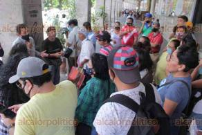 Xalapa, Ver., 4 de junio de 2020.- Personas que padecen alguna discapacidad solicitan apoyos, pues en estos meses de contingencia muchos no tienen empleo. Fueron canalizados al Ayuntamiento de Xalapa para que les atiendan su petición.