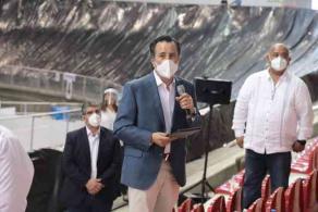 Xalapa, Ver., 4 de junio de 2020.- El gobernador Cuitláhuac García Jiménez realizó un recorrido por el CAME-C19 ubicado en el Velódromo, el cual está listo para operar si se requiere ante la pandemia de coronavirus.