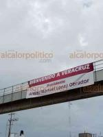 Coatzacoalcos, Ver., 5 de junio de 2020.- Este viernes, día en que el Presidente López Obrador arribará a la entidad, se vieron en diversas partes y puentes de esta ciudad carteles con los que dan la bienvenida al Mandatario.