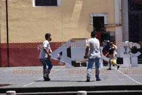 """Xalapa, Ver., 5 de junio de 2020.- Las letras turísticas que forman la palabra """"Veracruz"""", hechas de acero y acrílico, fueron colocadas provisionalmente en la Plaza Lerdo. Aún no se confirma el lugar dónde serán instaladas."""