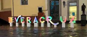 Xalapa, Ver., 5 de junio de 2020.- En la plaza Sebastián Lerdo de Tejada el gobierno del Estado colocó letras turísticas de Veracruz con iluminación dinámica, es decir, que cambian constantemente de color.