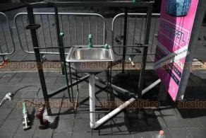 Xalapa, Ver., 6 de junio de 2020.- La mañana de este sábado, se instaló lavamanos en el parque Juárez, como apoyo a medidas implementadas por el Gobierno Estatal para evitar propagación de Coronavirus. Se prevé la colocación de 2 más en la zona centro.